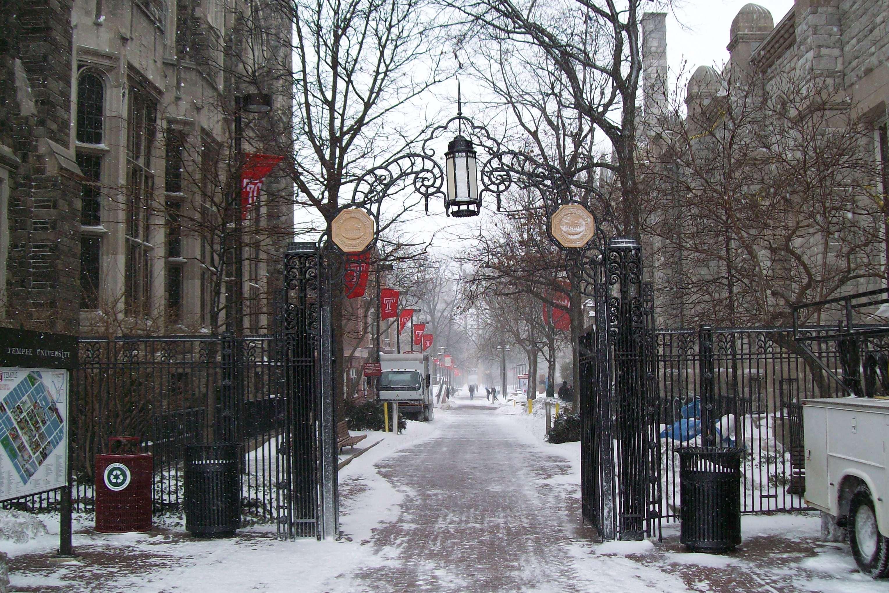 Looks on campus: laura -